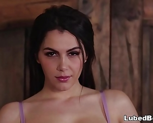 Valentina nappi's curvy body seduces her younger client
